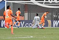 ENVIGADO - COLOMBIA, 18–07-2021: Steven Rodriguez de Envigado F. C., celebra el gol anotado a Atletico Nacional durante partido entre Envigado F. C. y Atletico Nacional de la fecha 1 por la Liga BetPlay DIMAYOR II 2021, en el estadio Polideportivo Sur de la ciudad de Envigado. / Steven Rodriguez of Envigado F. C., celebrates a scored goal to Atletico Nacional, during a match between Envigado F. C., and Atletico Nacional of the 1st date for the BetPlay DIMAYOR II League 2021 at the Polideportivo Sur stadium in Envigado city. / Photo: VizzorImage / Luis Benavides / Cont.