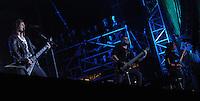 Das Festival With Full Force geht in die 18. Runde. 60 Bands aus der Hardcore-, Punk- und Metallszene haben sich auf dem haertesten Acker Deutschlands nahe Roitzschjora versammelt. Dazu gesellen sich nach Angaben der Veranstalter Sven Borges, Mike Schorler und Roland Ritter fast 30000 Besucher aus aller Welt. Drei Tage lassen die Bands ihre stromgestaehlten Gitarren gluehen und pusten per Mega-Boxenwand das Gras von der Landebahn des Sportflugplatzes. im Bild: Bullet for my Valentine: Matthew Tuck (li), Nick Crandle (mitte), Michael Paget (re)  Foto: Alexander Bley