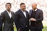 Coach Zinedine Zidane of Real Madrid (r) talks to ex-players Ronaldo Luis Nazario de Lima (c) and Luis Figo (l) prior to the La Liga match between Real Madrid and Granada CF at the Santiago Bernabeu Stadium on 07 January 2017 in Madrid, Spain. Photo by Diego Gonzalez Souto / Power Sport Images