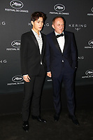 Yang Yang (L) et Francois-Henri Pinault en photocall avant la soiréee Kering Women In Motion Awards lors du soixante-dixième (70ème) Festival du Film à Cannes, Place de la Castre, Cannes, Sud de la France, dimanche 21 mai 2017. Philippe FARJON / VISUAL Press Agency
