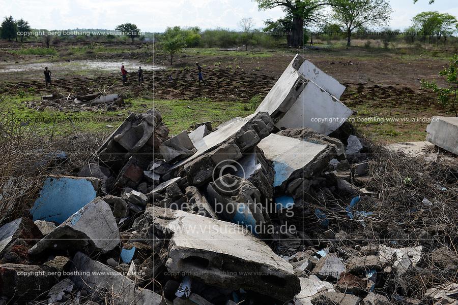 MOZAMBIQUE, Moatize, the village Chipanga was resettled by VALE coal mining, a brazil company, the new settlement Cateme built by Vale is 40 km far, the bulldozed hospital / MOSAMBIK, Moatize, fuer die Erweiterung der Kohlemine des brasilianischen Unternehmens VALE wird die Ortschaft Chipanga abgerissen, die Bewohner werden 40 km von Moatize enfernt nach Cateme umgesiedelt, das abgerissene Krankenhaus