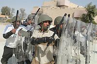 - training of the Iraqui local police to the public order....- addestramento della polizia locale irachena all'ordine pubblico