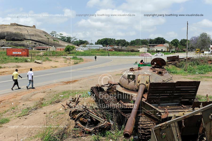ANGOLA Kibala Panzerwrack aus dem Buergerkrieg 1975 - 2002 zwischen MPLA und UNITA / ANGOLA old soviet tank from civil war between MPLA and UNITA in Quibala