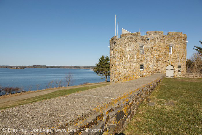 Fort William Henry in the village of New Harbor in the town of Bristol, Maine during the spring months. Located on the coast of Maine, this fort was originally built in 1692; the fort was destroyed four years later by New France in the Siege of Pemaquid (1696). The State of Maine built a replica of the Fort William Henry tower in 1908.