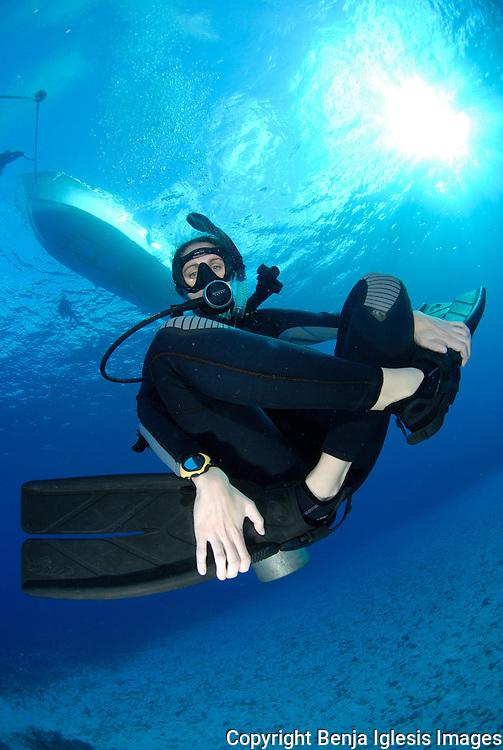 Padi Instructor relaxing underwater at maui Hawaii Molokini.