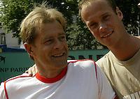 20030605, Paris, Tennis, Roland Garros, Martin Verkerk tot grote hoogte gebracht door zijn coech Nick Carr