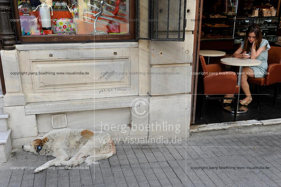 TURKEY Istanbul, Istiklal street / TUERKEI Istanbul, Cafe auf der Istiklal Strasse, Haikina Aybetin-Her Yer Taksim