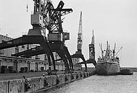 - porto di Genova (novembre 1983)....- Genoa harbour (November 1983)