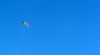"""Bürger der Lutherstadt Eisleben demonstrieren am Sonntag (27.102013) mit der Aktion """"Drachen gegen Windraeder"""" gegen die Errichtung von 15 Windkraftraedern an einem Hang in der Ortslage Hefta. Die Windkraftanlagen sollen je eine Höhe von 200 Metern haben und gehoeren damit zu den hoechsten in Sachsen-Anhalt. Mit der friedlichen Aktion des Drachensteigens wollen die Anwohner ihren Protest zum Ausdruck bringen, wohlgleich es ein aehnlich aussichtsloser Kampf sei wie ihn schon Don Quijote bestritten hat.<br /> <br />  Foto: Norman Rembarz"""