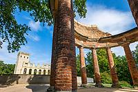 Normannischer Turm, Ruinenwand und Monopteros auf dem Ruinenberg, Potsdam, Brandenburg, Deutschland