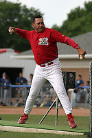 July 16, 2003:  manager Luis Melendez of the Batavia Muckdogs during a game at Dwyer Stadium in Batavia, New York.  Photo by:  Mike Janes/Four Seam Images