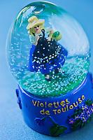 Europe/France/Midi-Pyrénées/31/Haute-Garonne/Toulouse: Souvenirs à l' image de la Violette de Toulouse: Boule de Neige [Non destiné à un usage publicitaire - Not intended for an advertising use]