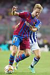 FC Barcelona's Frenkie De Jong (l) and Real Sociedad's Aihen Munoz during La Liga match. August 15, 2021. (ALTERPHOTOS/Acero)