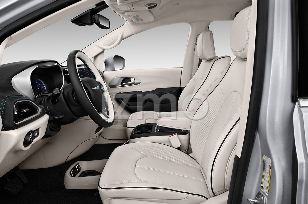 Front seat view of a 2018 Chrysler Pacifica Hybrid Limited 5 Door Mini Van front seat car photos