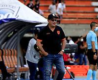 ENVIGADO - COLOMBIA, 01–08-2021: Alberto Suarez, tecnico de Envigado F. C., durante partido entre Envigado F. C. y America de Cali de la fecha 3 por la Liga BetPlay DIMAYOR II 2021, en el estadio Polideportivo Sur de la ciudad de Envigado. / Alberto Suarez, coach of Envigado F. C., during a match between Envigado F. C., and America de Cali of the 3rd date for the BetPlay DIMAYOR II League 2021 at the Polideportivo Sur stadium in Envigado city. / Photo: VizzorImage / Juan A. Cardona / Cont.