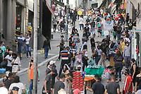 13.06.2020 - Movimentação na rua 25 de Março em SP