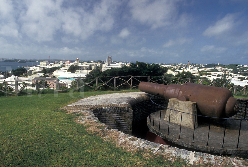 fort, cannon, Bermuda, Hamilton, A cannon sits on top of the ramparts at Fort Hamilton overlooking the scenic town of Hamilton in Bermuda.