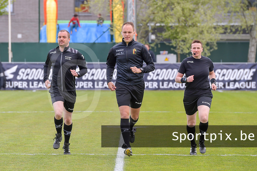 assistant referee Toon Bonduel , referee Florian Stove , assistant referee Ella De Vries pictured before a female soccer game between AA Gent Ladies and Oud Heverlee Leuven on the fourth matchday of play off 1 in the 2020 - 2021 season of Belgian Scooore Womens Super League , saturday 1 st of May 2021  in Oostakker , Belgium . PHOTO SPORTPIX.BE | SPP | STIJN AUDOOREN
