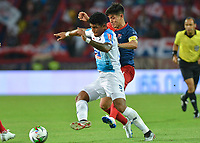 MEDELLIN - COLOMBIA, 28-07-2019: German Cano del Medellín disputa el balón con Rafael Perez de Junior durante partido por la fecha 3 entre Deportivo Independiente Medellín y Atlético Junior como parte de la Liga Águila II 2019 jugado en el estadio Atanasio Girardot de la ciudad de Medellín. / German Cano of Medellin vies for the ball with Rafael Perez of Junior during atch for the date 3 between Deportivo Independiente Medellin and Atletico Junior as a part Aguila League II 2019 played at Atanasio Girardot stadium in Medellin city. Photo: VizzorImage / Leon Monsalve / Cont