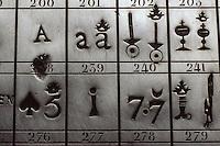 Europe/France/Auverne/63/Puy-de-Dôme/Parc Naturel Régional du Livradois-Forez/Thiers: Le musée des couteliers - Table des marques en argent 1811