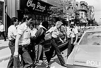Arrestation au Centre-Ville, le 22 Aout 1988 en face de Chez Pauzé, rue Sainte-Catherine Ouest