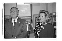 Lancement jacques Parizeau a la Bibliotheque Nationale, le 16 mai 2001<br /> <br /> PHOTO : Agence Quebec Presse<br /> <br /> <br />  NOTE : Lorsque requis la photo commandée sera recadrée et ajustée parfaitement.