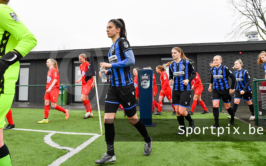 illustration picture showing both teams with Febe Vanhaecke (3) of Club Brugge entering the pitch during a female soccer game between Club Brugge Dames YLA and White Star Woluwe on the 12 th matchday of the 2020 - 2021 season of Belgian Scooore Womens Super League , saturday 30 January 2021  in Brugge , Belgium . PHOTO SPORTPIX.BE | SPP | DAVID CATRY