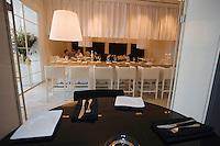 "Asie/Israel/Tel-Aviv-Jaffa: Salle du Restaurant ""Messa"" Rehov Ha'arba'a 19 Millénium Towers- design Alex Mitlis"