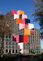 Nederland -  Amsterdam -  2020. Zuid-Oost. Gebouw Our Domain. Het ontwerp is van OZ Architects uit Amsterdam. Het eerste gebouw, met studio's en appartementen in de sociale huur en vrije sector, is voor de helft verhuurd aan studenten en voor de andere helft aan jonge professionals. De eerste bewoners zijn hier afgelopen zomer komen wonen. Jongeren uit Zuidoost kregen voorrang bij de inschrijving. H Foto : ANP/ HH / Berlinda van Dam