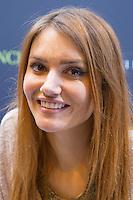 ANDY RACONTE OU ANDY, NEE NADEGE DABROWSKI 1ERE YOUTUBEUSE FEMININE FRANCAISE EN 2016 PRESENTE SON LIVRE 'PRINCESSE 2.0' - LIVRE PARIS - SALON DU LIVRE 2016