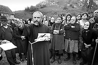 - father Ante Logara, prior of the convent of Capuchin friars in Karlbag, distributes humanitarian aids to Bosnian refugees, Lika plateau, near the border with the Serbian Kraina<br /> <br /> - padre Ante Logara, priore del convento dei frati cappuccini di Karlbag, distribuisce aiuti umanitari a profughi bosniaci, altopiano di Lika, presso il confine con la Kraina serba