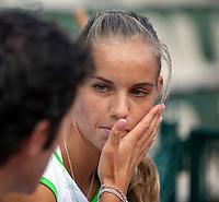 27-05-11, Tennis, France, Paris, Roland Garros ,  Aranxta Rus luistert aandachtig tijdens de training met haar coach Ralph Kok