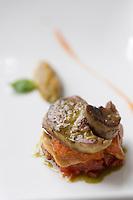 """Europe/France/Pays de la Loire/49/Maine-et-Loire/ Angers: Foie gras cru et cuit  et tomate coeur de boeuf recette de Pascal Favre d'Anne chef du  restaurant """"Le Favre d'Anne"""" 18, quai des Carmes,"""