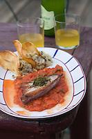 """EEurope/France/Aquitaine/64/Pyrénées-Atlantiques/ Ahetze:    Thon à la basquaise avec sa piperade et du cidre basque au restaurant """"La Ferme Ostalapia""""  et cidre basque"""