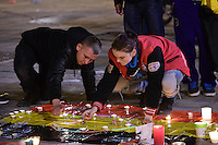 Bruxelles Piazza della Borsa  22-03-2016<br /> Manifestazioni di solidarieta' per le vittime degli attacchi terroristici avvenuti la mattina del 22 Marzo all'aeroporto e a due stazioni della metropolitana di Bruxelles <br /> Foto Panoramic / Insidefoto