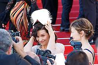 juliette binoche arrive sur le tapis rouge pour la projection du film the last face de sean penn lors du soixante neuvieme festival du film a cannes le vendredi 20 mai 2016
