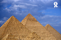 Egypt, Giza, Khephren, Mycerinus and Kheops pyramids (Licence this image exclusively with Getty: http://www.gettyimages.com/detail/sb10068805i-001 )