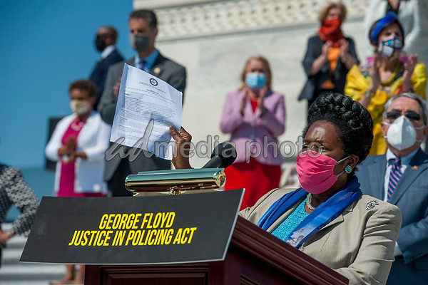 United States Representative Sheila Jackson Lee (Democrat of Texas) offers remarks while she is joined by other members of Congress on the House steps of the US Capitol, for a press conference ahead of the vote on the George Floyd Justice in Policing Act of 2020 in Washington, DC., Thursday, June 25, 2020. <br /> Credit: Rod Lamkey / CNP/AdMedia