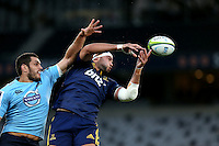 Highlanders Tom Franklin, right, tries to draw in line out ball against the Waratahs in the Super 15 rugby match, Forsyth Barr Stadium, Dunedin, New Zealand, Saturday, March 14, 2015. Credit: SNPA/Dianne Manson