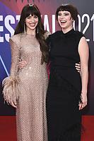 Dakota Johnson und Jessie Buckley bei der Premiere des Kinofilms 'The Lost Daughter' auf dem 65. BFI London Film Festival 2021 in der Royal Festival Hall. London, 13.10.2021 . Credit: Action Press/MediaPunch **FOR USA ONLY**