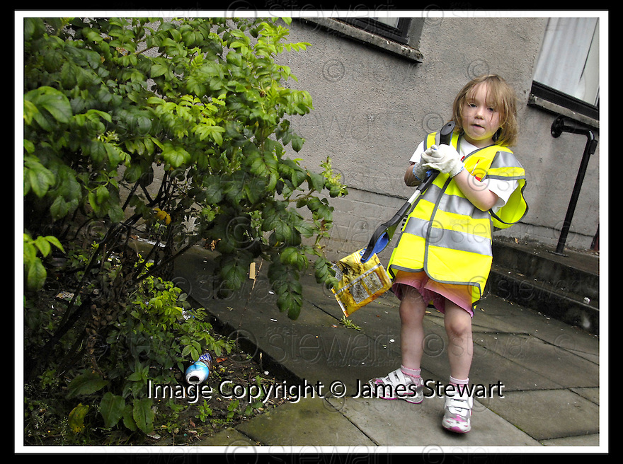 """25/07/2007       Copyright Pic: James Stewart.File Name : jspa04_denny.DENNY RESIDENTS """"BOLD"""" LITTER COLLECTING GROUP......James Stewart Photo Agency 19 Carronlea Drive, Falkirk. FK2 8DN      Vat Reg No. 607 6932 25.Office     : +44 (0)1324 570906     .Mobile   : +44 (0)7721 416997.Fax         : +44 (0)1324 570906.E-mail  :  jim@jspa.co.uk.If you require further information then contact Jim Stewart on any of the numbers above........."""