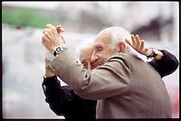 Ein altes Paar tanzt Tango auf dem Flohmarkt im Stadtteil San Telmo.<br /> An elderly pair dance Tango at the Flea market in the District San Telmo.<br /> 22.10.2000, Buenos Aires<br /> Copyright: Christian-Ditsch.de<br /> [Inhaltsveraendernde Manipulation des Fotos nur nach ausdruecklicher Genehmigung des Fotografen. Vereinbarungen ueber Abtretung von Persoenlichkeitsrechten/Model Release der abgebildeten Person/Personen liegen nicht vor. NO MODEL RELEASE! Nur fuer Redaktionelle Zwecke. Don't publish without copyright Christian-Ditsch.de, Veroeffentlichung nur mit Fotografennennung, sowie gegen Honorar, MwSt. und Beleg. Konto: I N G - D i B a, IBAN DE58500105175400192269, BIC INGDDEFFXXX, Kontakt: post@christian-ditsch.de<br /> Urhebervermerk wird gemaess Paragraph 13 UHG verlangt.]