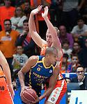 Valencia BC's Luke Sikma and Herbalife Gran Canaria's Eulis Baez during ACB match. November 29, 2015. (ALTERPHOTOS/Javier Comos)