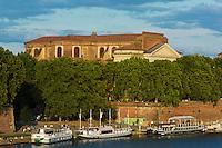 Europe/France/Midi-Pyrénées/31/Haute-Garonne/Toulouse: Les berges de la  Garonne et  la Basilique Notre-Dame la Daurade