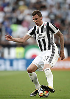 Calcio, Serie A: Torino, Allianz Stadium, 19 agosto 2017. <br /> Juventus' Mario Mandzukic in action during the Italian Serie A football match between Juventus and Cagliari at Torino's Allianz Stadium, August 19, 2017.<br /> UPDATE IMAGES PRESS/Isabella Bonotto