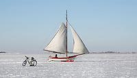 Nederland  Monnickendam Feb. 2021.  IJszeilen op de bevroren Gouwzee.   Foto Berlinda van Dam / HH / ANP.