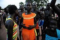 SOUTH SUDAN, Lakes State, village Mapourdit, Dinka celebrate harvest festival with dances / SUED-SUDAN  Bahr el Ghazal region , Lakes State, Dorf Mapourdit , Dinka feiern ein Erntedankfest mit traditionellen Taenzen