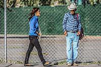 Mirada de un viejo vaquero Sonorense hacia una joven mujer que camina en la acera <br /> . Tema: Mujer Objeto<br /> ** ©Foto:Luis Gutierrez/NortePhoto.com
