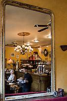 Europe/France/Aquitaine/24/Dordogne/Périgueux: Café de la Place, bistrot rétro - Place du Marché au Bois