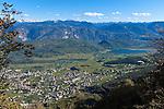 Italy, Alto Adige - Trentino (South Tyrol), Caldaro sulla strada del vino, at background Lago di Caldaro, the warmest swimming lake of the Alps   Italien, Suedtirol, Kaltern an der Weinstrasse, im Hintergrund der Kalterer See, der waermste Badesee der Alpen